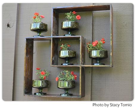 Полки на стенах для цветов
