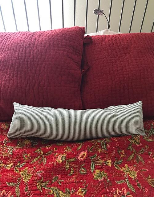 Item 2 - Pillow (3)